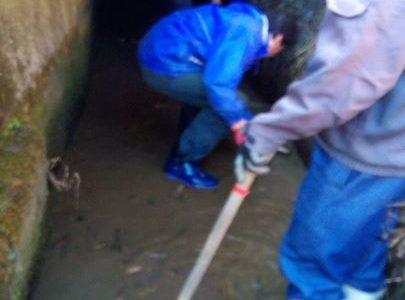 今日は一年に一度の水路掃除の日です。